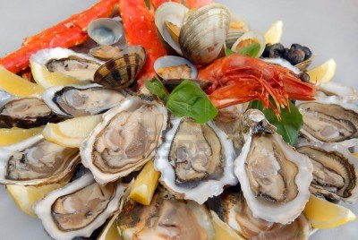 seafood-with-claws-of-the-kamchatka-crab-oysters